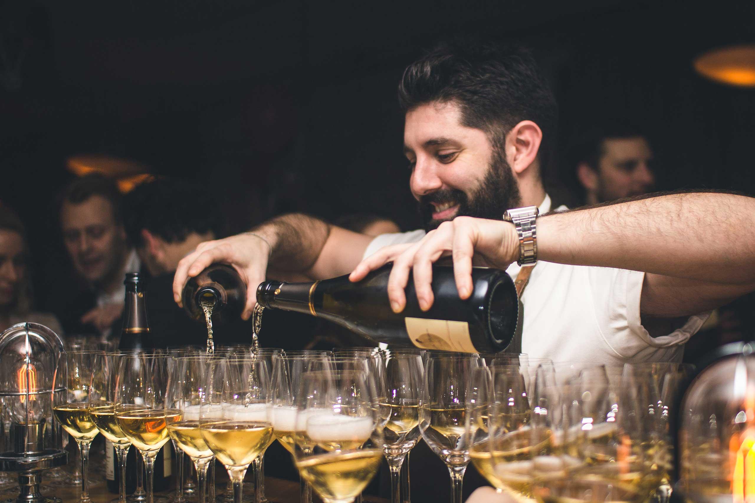 Økologisk vin og champagne til bryllup og meget mere hos os eller som catering fra Puglisi Events. Billede af: Rachel Jones.