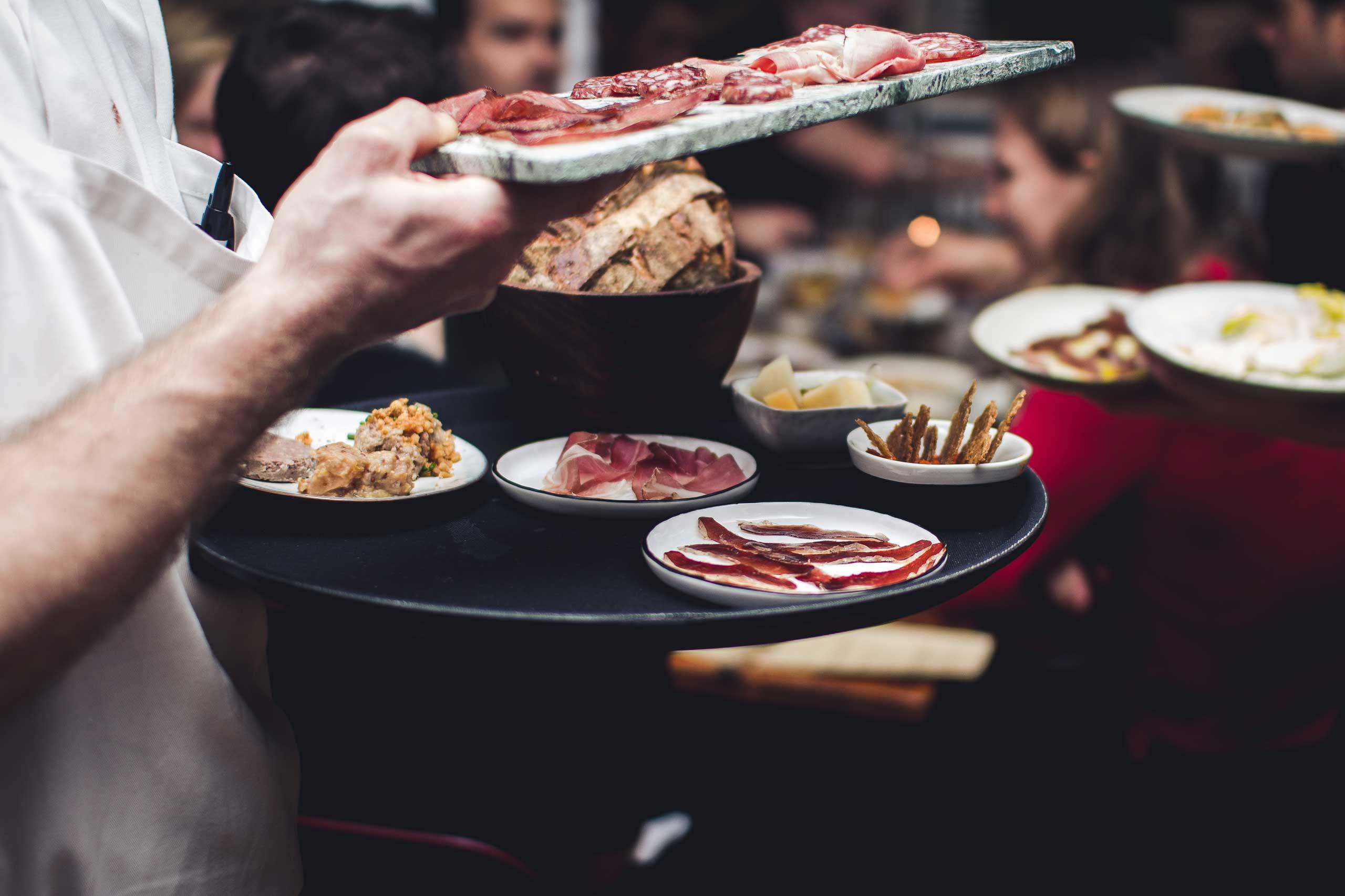 Økologisk mad og vin hos os eller som catering til barnedåb, fødselsdag og meget mere fra Puglisi Events. Billede af. Rachel Jones.