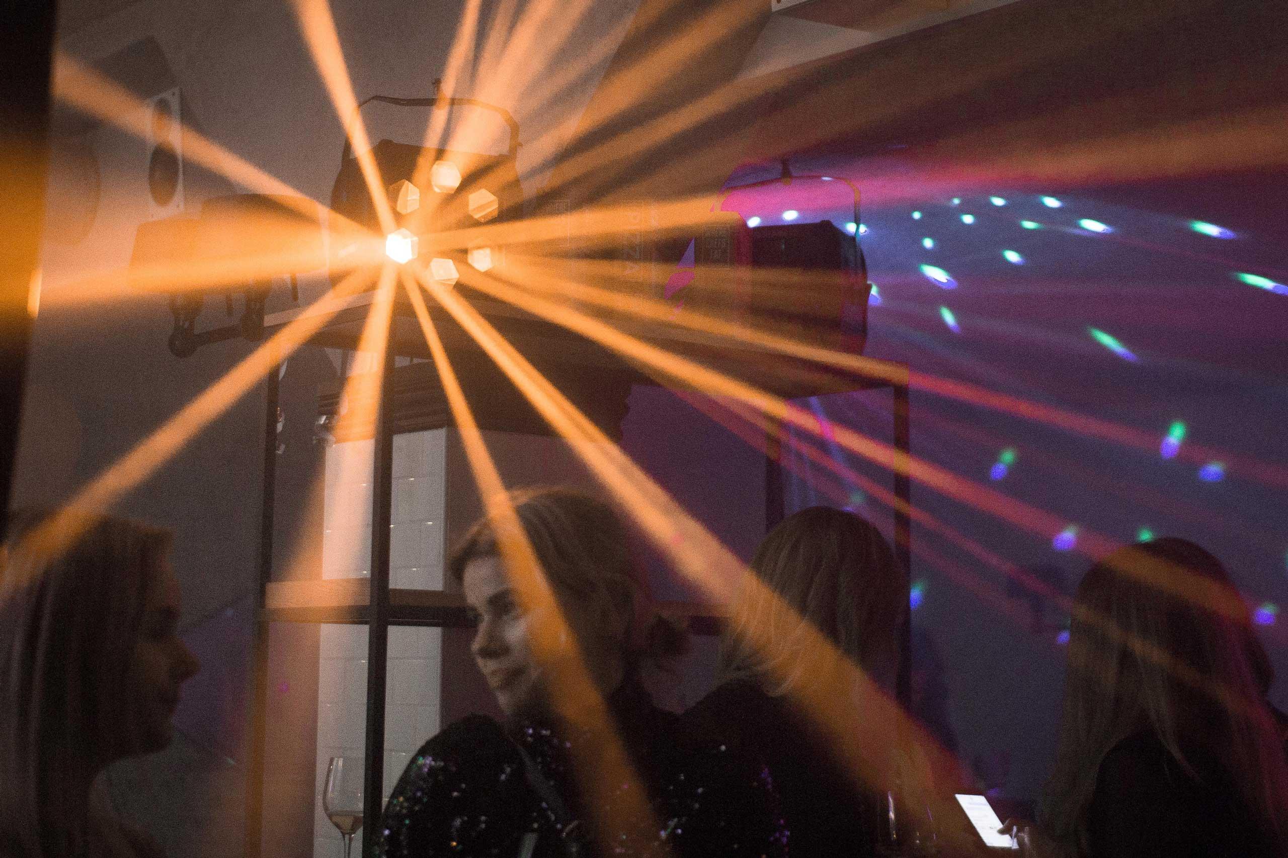 DJ og musik hos os eller hos jer til studenterfest, firmafest og meget andet fra Puglisi Events. Billede af: Rachel Jones.