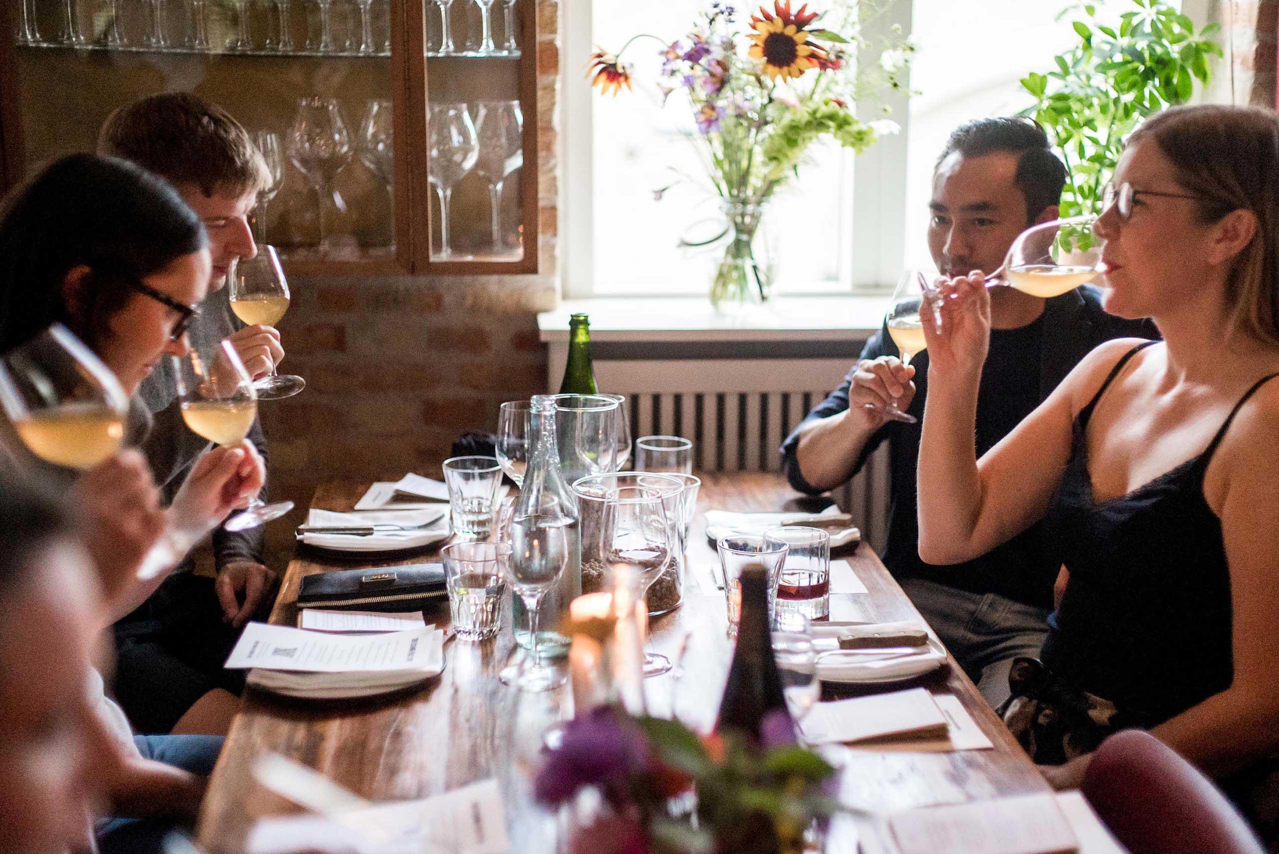 Økologisk mad og vin fra jord til bord hos os eller som catering til fødselsdag, firmafest og meget mere fra Puglisi Events. Billede af: Rachel Jones.