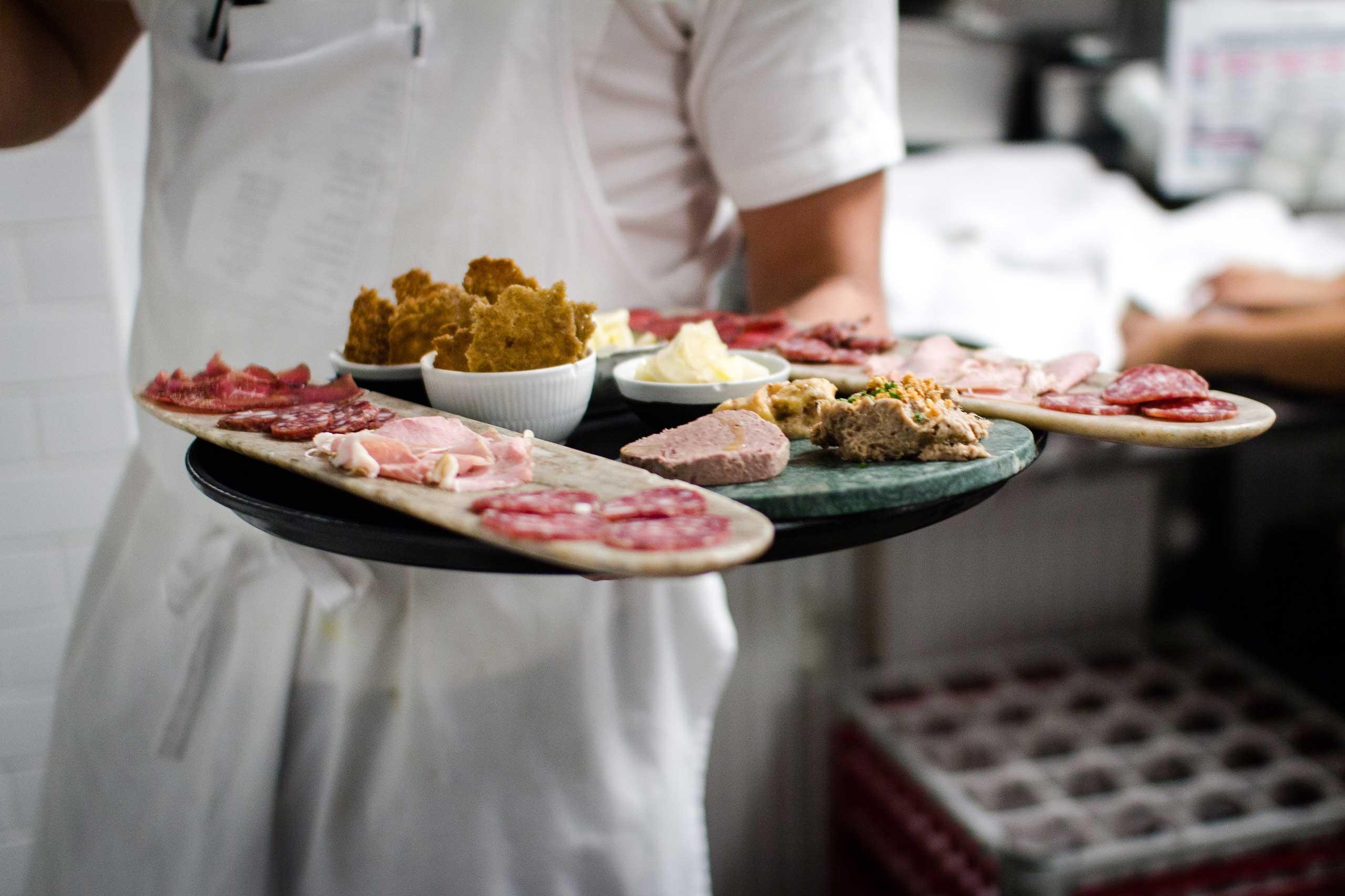 Økologisk mad og vin hos os eller som catering til reception til bryllup og meget andet fra Puglisi Events. Billede af: Rachel Jones.